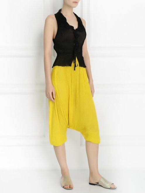 Плиссированные брюки свободного кроя - Общий вид