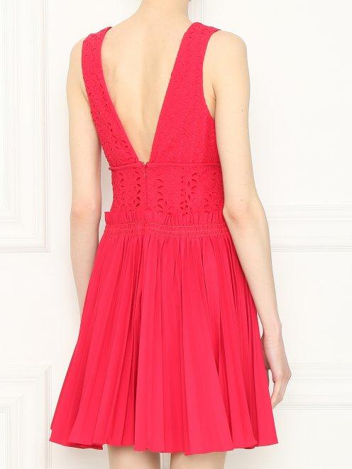 Платье-мини с декоративным вырезом - МодельВерхНиз1